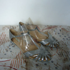 Kimchi Blue Silver T-strap Sandal Flats UO 8.5